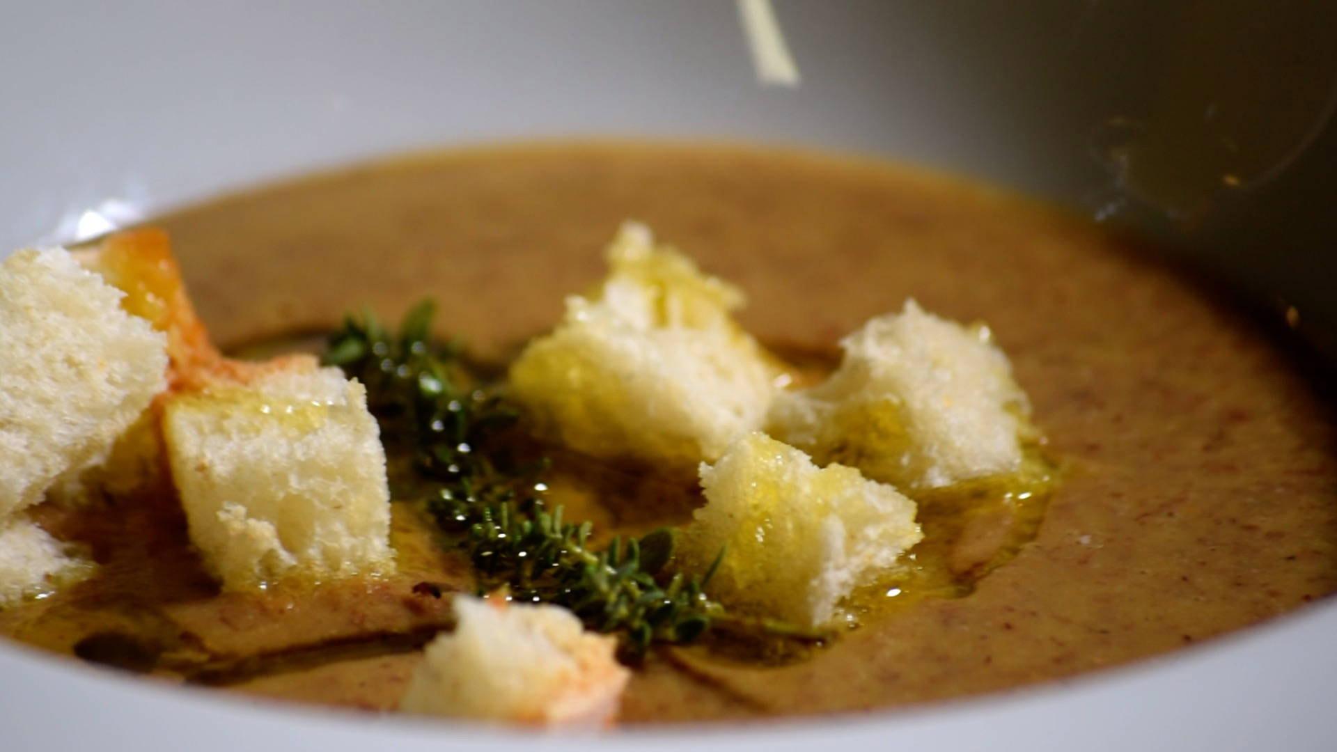 zuppa-lenticchie-castelluccio-olio-farchioni