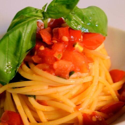 spaghetti-fresh-tomato-recipe-ilcasolare